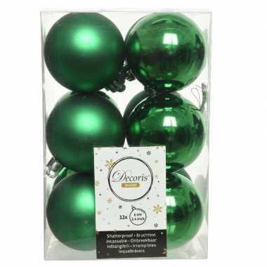 12x kunststof kerstballen glanzend/mat kerst groen 6 cm kerstboom versiering/decoratie