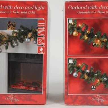 Kerstslinger met verlichting en kerstballen goud
