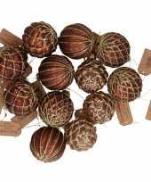 12x bruine glazen kerstballen met gouden design 6 cm