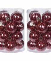 32x doorzichtige kunststof kerstballen met rode decoratie 8 cm