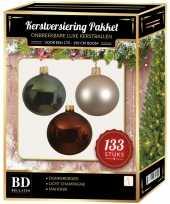 Licht champagne donkergroene mahonie bruine kerstballen pakket 133 delig voor 180 cm boom