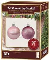 Lichtroze mix tinten kerstballen pakket 97 delig voor 150 cm boom